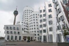 Dsseldorf Gehry Bauten op Donker Gray Cloudy Quiet Morning 201 stock afbeeldingen
