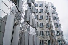 Dsseldorf Gehry Bauten op Donker Gray Cloudy Quiet Morning 201 royalty-vrije stock afbeelding