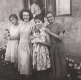 DT00055 BUDAKALASZ, HONGRIE VERS la photo 1962 de famille photographie stock