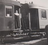 DT00012 HONGARIJE, BALATONALMà  DI CIRCA 1939 - Meer Balaton - Trein op Platform - Station - Non Leaving het de Zomerkamp royalty-vrije stock foto's