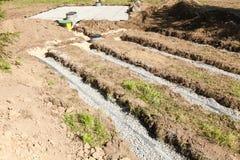 Détail d'une couche filtrante secondaire sur une installation de fosse septique Photo libre de droits
