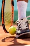 Détail d'une jambe de joueur de tennis Photographie stock libre de droits