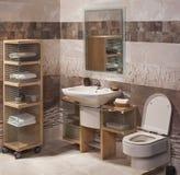 Détail d'une salle de bains moderne avec l'évier Image libre de droits