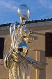 Détail d'une sculpture en verre sur une petite place chez Murano, Venise Image libre de droits