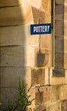 Détail de bâtiment de mur de grès de signe de poterie vieux Photo stock