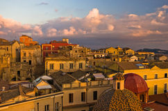 Détail de vue panoramique du centre de Cagliari au coucher du soleil en Sardaigne Photographie stock