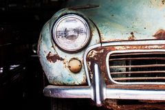 Détail du phare avant d'une vieille voiture Photo stock