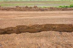 Détails de la séparation de la route de gravier. Image libre de droits
