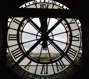 Duży okno zegar przy Orsay Musee Muzealny d Orsay z Tuileries Ogrodowego i dużego koła widokiem Paryż, Francja, 9 2018 Aug zdjęcia stock