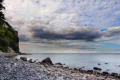 Duńska linia brzegowa z atrakcją turystyczną białe falezy Obrazy Stock