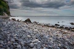 Duńska linia brzegowa z atrakcją turystyczną białe falezy Fotografia Royalty Free
