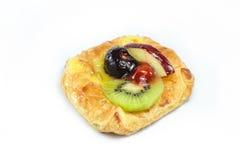 Duński ciasto, Apple, kiwi i wiśnia Odizolowywający na Białym tle, Fotografia Stock