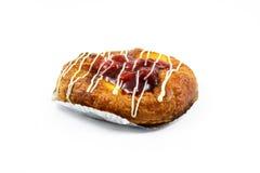Duński Czerwony jagody i brzoskwini kulebiak odizolowywający na białym tle Zdjęcie Stock