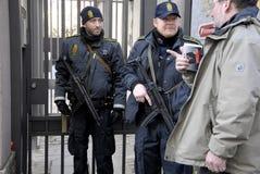 DUŃSKIE policj teraźniejszość PRZY żyd synagoga Zdjęcia Stock