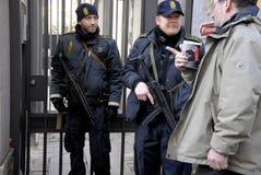 DUŃSKIE policj teraźniejszość PRZY żyd synagoga Zdjęcie Royalty Free