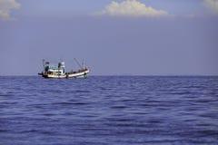 Duża łódź rybacka w morzu Tajlandzka ` s zatoka Obraz Stock