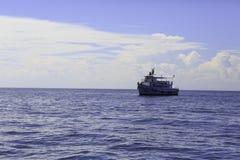 Duża łódź rybacka w morzu Tajlandzka ` s zatoka, Tajlandia Obrazy Stock