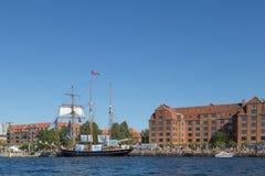 Duża żaglówka zakotwiczająca w Kopenhaga schronieniu Obrazy Royalty Free