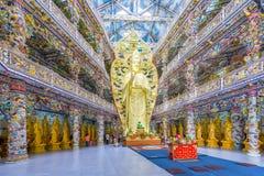 Duża Buddha postać w głównej świątynnej zadziwiającej pagodzie zdjęcie stock