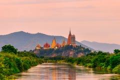 Duża Buddha statua przy Tygrysią jamy świątynią, Tajlandia zdjęcia royalty free