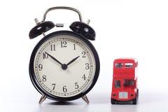 Duża budzika i autobusu piętrowego autobusu zabawka Obrazy Stock