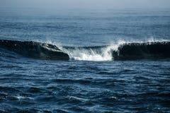Duża burzowa ocean fala błękitna woda tło Zdjęcie Royalty Free