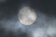 Duża chmura i słońce Zdjęcia Royalty Free