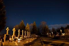 Duża chochla nad cmentarzem obraz royalty free