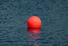 Duża czerwona piłka Obrazy Royalty Free