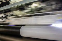 Duża fachowa drukarka, przetwarza masywne winylowe rolki zdjęcia stock