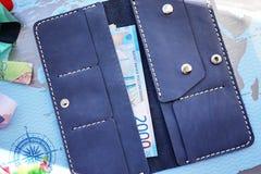 Duża kiesa Ja może dostosowywać wszystkie twój pieniądze, monety, paszport, karty kredytowe banki i rabat karty sklepy, zdjęcia stock