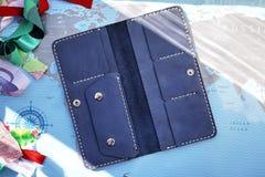 Duża kiesa Ja może dostosowywać wszystkie twój pieniądze, monety, paszport, karty kredytowe banki i rabat karty sklepy, zdjęcie royalty free