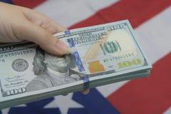 Duża kwota pieniądze USA dolar dla pieniężnego i biznesowego pojęcia jak obrazy royalty free