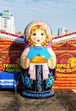 Duża matryoshka lala także znać jako Rosyjska gniazdować lala Obraz Royalty Free