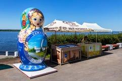 Duża matryoshka lala także znać jako Rosyjska gniazdować lala Fotografia Stock