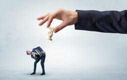 Duża ręka z bierka puszka biznesmena małym słabym pojęciem zdjęcie royalty free