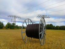 Duża rolka kabla i elektryczności słupy Fotografia Royalty Free
