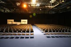 Duża sala konferencyjna pełno puste siedzenia Zdjęcie Stock