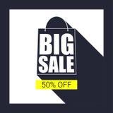 Duża sprzedaży torba na zakupy sylwetka z długim cieniem Sprzedawanie sztandar, pomija pięćdziesiąt procentów na żółtym guzika tl Zdjęcia Royalty Free