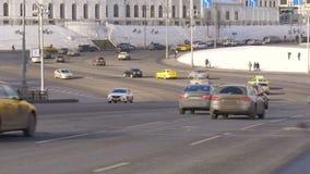 Duża szeroka droga, bardzo ruchliwie samochody ruch drogowy Timelapse zdjęcie wideo