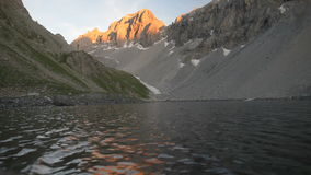 Duża wysokość wysokogórski jezioro zbiory