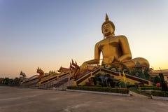 Duża złota Buddha statua, Tajlandia Zdjęcie Royalty Free