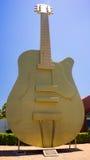 Duża Złota gitara Zdjęcia Stock