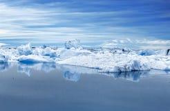 Duże błękitne góry lodowa w Jokulsarlon gleczeru lagunie Iceland Zdjęcia Stock