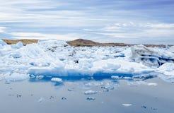 Duże błękitne góry lodowa w Jokulsarlon gleczeru lagunie Iceland Fotografia Royalty Free