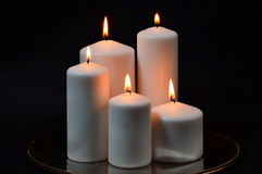 Duże białe świeczki na czerni Obraz Stock