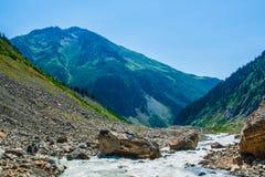 duże krajobrazowe halne góry Kaukaz, Svanetia, Ushguli, Ushba, Gruzja Zdjęcie Royalty Free