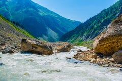 duże krajobrazowe halne góry Kaukaz, Svanetia, Ushguli, Ushba, Gruzja Zdjęcia Royalty Free
