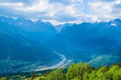 duże krajobrazowe halne góry Kaukaz, Svanetia, Ushguli, Ushba, Gruzja Zdjęcie Stock