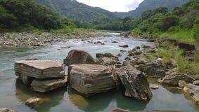 Duże rzek skały Obrazy Royalty Free